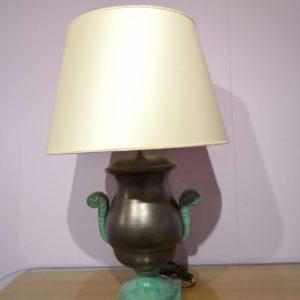 lume di ceramica con base di smeraldo